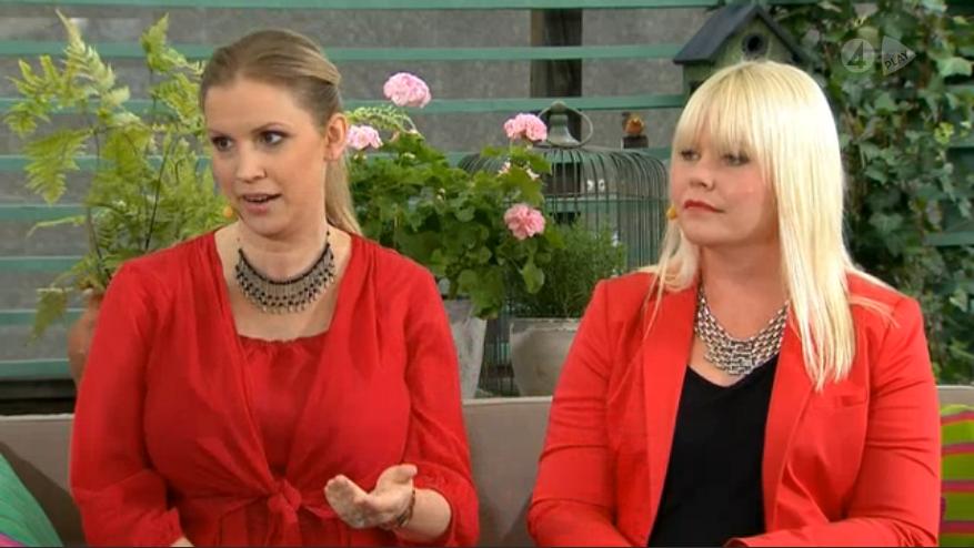 Författarna i röda kläder i morgonsoffan på TV4